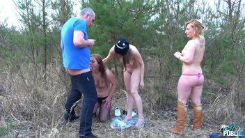 Cтарый мужик с тремя безотказными давалками в лесу
