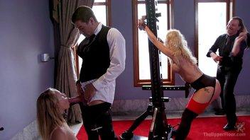 Красивая зрелая и молодая блондинка в БДСМ клубе