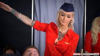 Нимфоманке стюардессе Клео Валентин (Kleio Valentien) преспичело прямо во время полета