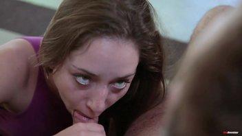 Сексуальная молодая девушка Реми Лакруа (Remy LaCroix) потрахалась с старым соседом
