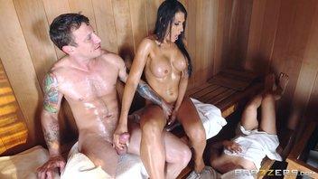 Быстрый секс с горячей мамашой в сауне Макайла Кокс (Makayla Cox)