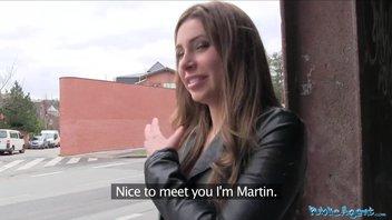 Русская девушка взяла залупу за щеку и раздвинула ножки в подъезде за крупную сумму