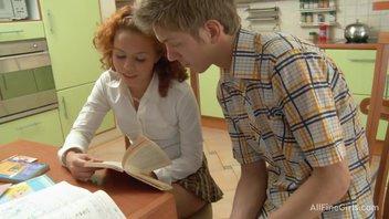 Репетитор обучает русскую девушку английскому по анальной методике