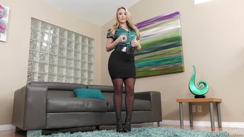 Блондинку AJ Applegate жестко трахают в анал на собеседование
