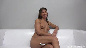 Культуристка с маленькой грудью показала мастер класс на порно кастинге