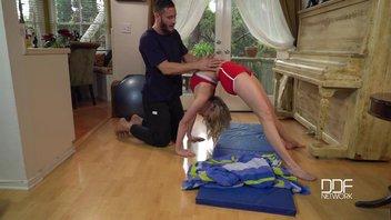 Секс йога с жопастенькой гимнасткой Мией Малковой (Mia Malkova)