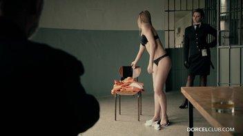 Французский секс в тюрьме - Старик смотрит, как девушку в сексуальном нижнем белье трахет богатый мужик Алексис Кристал (Alexis Crystal), Анна Полина (Anna Polina)