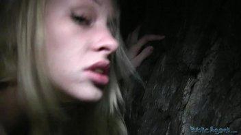 Сумасшедший секс на улице с классной русской девушкой