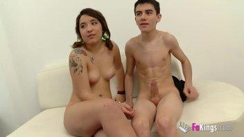 Девственница с красивой грудью лишается девственности с Джорди Эль-Ниньо Полла (Jordi El Niño Polla)