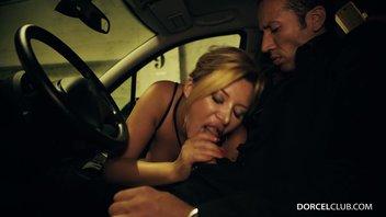 Французская красотка показала грудь и сделал минет таксисту за бесплатный проезд с подружками Анна Полина (Anna Polina)