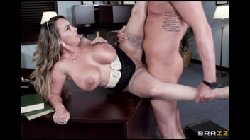 Офисные поебушки с сисястой дамой Холли Халстон (Holly Halston)