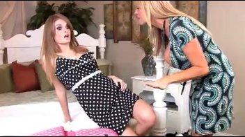 Фэй Рейган (Faye Reagan) и подруга с большими сиськами развлекаются с самцом.