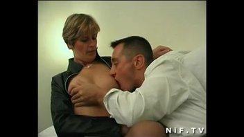 Французскую даму трахнули сзади пока ее муж был в отъезде