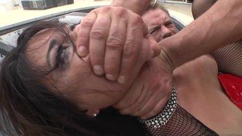 Брутальные ебари вытрахали по-хардкору зрелую азиатку с волосатой пиздой в татушках Дана Весполи (Dana Vespoli)