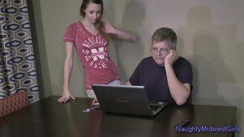 Лола Хантер и ее пожилой хозяин часто занимаемся сексом на его рабочем столе