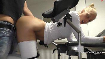 Меня выебал гинеколог в своём кабинете