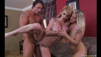 Тройничёк с сисястыми зрелыми дамами ( Taylor Wane and Devon Lee)