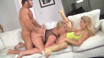Секс с двумя сисястыми бабёнками (Karen Fisher and Savana Styles)