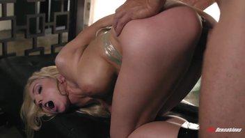 Альфа-самец наказывает оргазмами свою непослушную, сиськастую блондиночку своим огромным хуем Christie Stevens