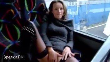 Жена в автобусе