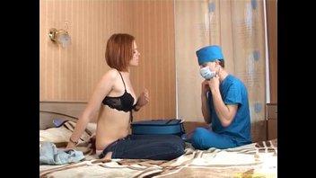 Доктор трахает девицу под наркозом