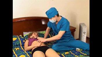 Докторишка кормит спермой коротко стриженную светловолосую пациентку