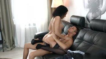 Русская порнуха – красавица Шери Ви (Sheri Vi) отдается дружку, отличное исполнение