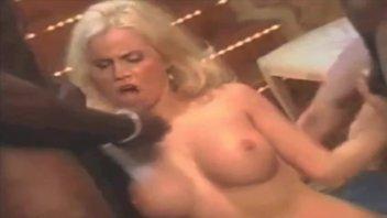 Пышногрудая распутная блондинка в отличной нарезке – самка получает за блудливость