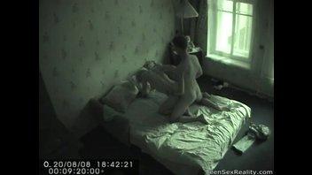 Элеонора ебется с чуваком и не знает, что их снимает скрытая камера