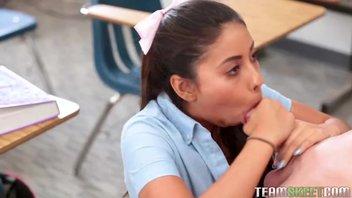 Горячая латинская девка Жасмин Саммерс (Jasmine Summers) в роли студентки, преподаватель ее круто ебет