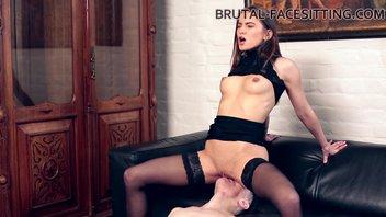 Госпожа Эвелина Дарлинг (Evelina Darling) наказывает своего раба