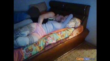 Разбудил спящую подружку трахом и поимел её