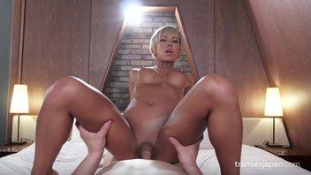 Красивый японский транссексуал ублажает парня от первого лица Миран (Miran)