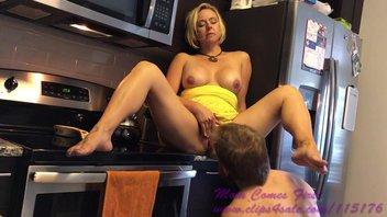 Домашнее порно от первого лица -  Красивую зрелую женщину ебут на кухне и в душе Брианна Бич (Brianna Beach)