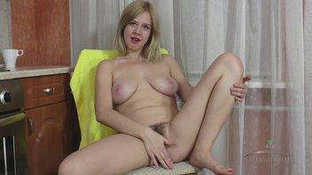 Русская девушка с мохнаткой на писе любит соло 9, Джессика Си (Jessica C)