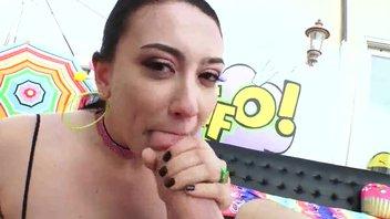 Анальная ротовая брюнетка шалава Менди Мьюз (Mandy Muse) великолепно подставляется под массивную базуку хардкорщика