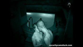 Скрытая камера сняла секс русских в бассейне  сауны
