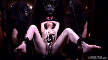 Порно пародия на фильм ужасов, Черная месса