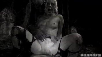 Порно пародия на фильм ужасов, Ходячие мертвецы