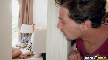 Сводный брат подглядывает и снимает на телефон мастурбацию сестры а после трахается с ней Джейн Уайльд (Jane Wilde)