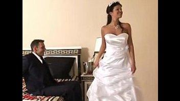 Невеста трахается в красивом свадебном платье
