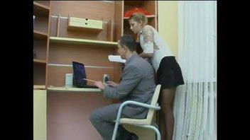 Соблазнительная секретарша