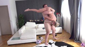 Страстная русская зрелая баба ебется с пузатым мужиком, Элен Миллион (Elen Million)