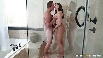 Мокрая долбежка с очень красивой телочкой, Шанель Престон (Chanel Preston) ебется с мужиком в душевой кабинке