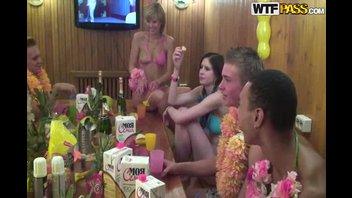 Гавайская вечеринка в колледже №2