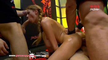 Много членов для одной распутной телочки, Ребекка Волпетти (Rebecca Volpetti) трахается во все дырочки и получает сперму