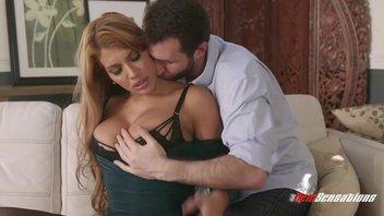 Джеймс Дин (James Dean) своим мощным членом трахает милфу с большой грудью Мерседес Каррера (Mercedes Carrera)