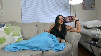 Горячая жена соблазнила мужа и получает хороший трах на диване