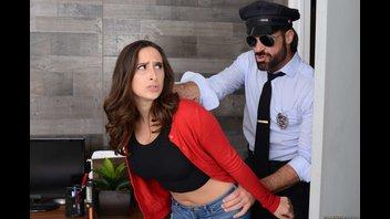 Красотка получила член полицейского в торговом центре