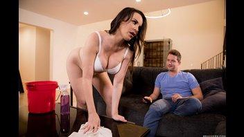 Сексуальная домохозяйка в колготках